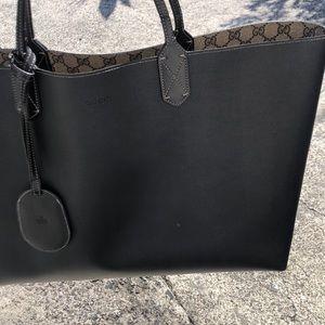 30656b3e08c Gucci Bags - Gucci large turnaround reversible tote🔥🔥🔥